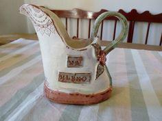 Konvička na mléko Ručně modelovaná a malovaná Konvička na mléko....romantický,oprýskanývintage styl...vysoká 11,5cm....objem 180ml