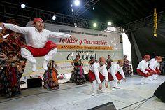 """Nezahualcóyotl, Méx. 15 Junio 2013. Participación del Ballet Folklórico """"Huixamatli"""", en el encuentro cultural """"Folklor y Recreación""""."""