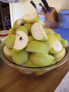 Quarted and cleaned pears Canning Recipes, Pears, Preserves, Apples, Homesteading, Jelly, Asian, Fruit, Food
