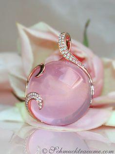 Precious Rose Quartz Pendant with Diamonds   50.39 ct.   Rosegold 18k - schmucktraeume.com