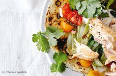 Tortilla mit Lachs und gebratenen Salatherzen Tortillas, Guacamole, Easy Meals, Easy Recipes, Thorsten, Pizza, Tex Mex, Chicken, Meat