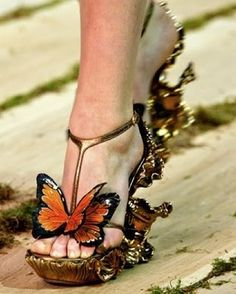Alexander McQueen Monarch Butterfly Shoes to match my butterfly dress! Now to find that dress! Butterfly Shoes, Butterfly Dress, Butterfly Fairy, Monarch Butterfly Costume, Butterfly Fashion, Butterfly Wedding, Butterfly Kisses, Butterfly Wings, Crazy Shoes