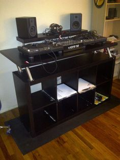 How To: Create a Professional DJ Booth from IKEA Parts. - DJ TechTools Want to make a professional DJ booth without spending a fortune? This step-by-step guide teaches how to build a booth from IKEA parts! Home Studio Musik, Studio Desk, Studio Furniture, Studio Setup, Kallax, Cabine Do Dj, Musica Electronic, Table Dj, Electrum