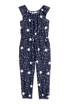 Sleeveless jumpsuit in a patterned weave with elastication around the neckline, waist and hems, side pockets and a decorative bow at the front. Party Fashion, Girl Fashion, Fashion Outfits, Kids Summer Dresses, Girls Dresses, Sparkle Outfit, Black And White Blouse, Jumpsuit Pattern, Carters Baby Boys