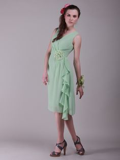 Flowing V Neck Vintage Bridesmaid Dress with Flower Detail