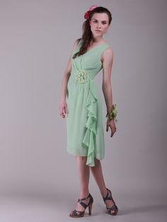 Flowing V Neck Vintage Bridesmaid Dress with Flower Detail