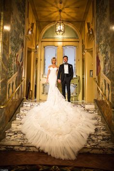 2943651200000578-3106544-The_couple_wed_in_a_grand_city_venue_with_high_ceilings_trompe_l-a-10_1433711749992