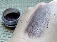 """Przepis na mineralny cień """"Wiolettowy"""": http://arsenicmakeup.blogspot.com/2013/03/diy-mineralny-cien-wiolettowy.html"""