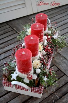 Rose Gold Christmas Decorations, Christmas Advent Wreath, Noel Christmas, Christmas Candles, Christmas Centerpieces, Xmas Decorations, Deco Table Noel, Christmas Crafts, Lifestyle Blog