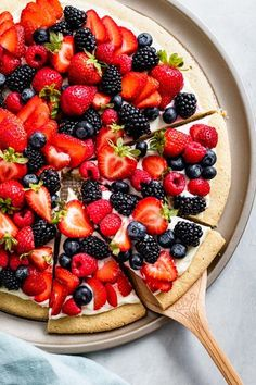 Gluten-free fruit pizza made topped with fresh berries and cream cheese frosting all slathered on a soft fluffy gluten-free sugar cookie crust. Easy impressive dessert perfect for outdoor summer entertaining. Gluten Free Sugar Cookies, Gluten Free Baking, Gluten Free Desserts, Delicious Desserts, Dessert Recipes, Yummy Food, Gluten Free Vegan Pizza, Soft Sugar Cookies, Easy Desserts