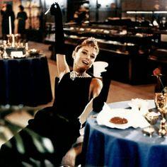 Bonequinha de Luxo - Audrey Hepburn #breakfastattiffanys #bonequinhadeluxo #AudreyHepburn #atriz #famosas #celebridades #celebs