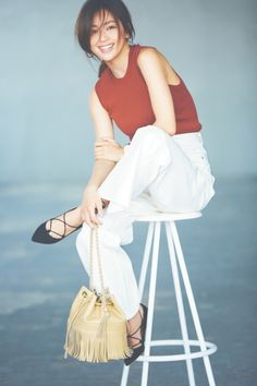 【流行テラコッタVS定番ネイビー】着やせ2大カラーの配色レッスン - Yahoo! BEAUTY