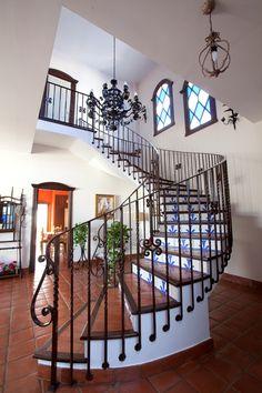 #Decoracion #Tradicional #Escalera #Lamparas #Barandillas #Peldaños #Plantas #Ventanas #Puertas