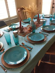 Just How 30 Top Professionals Do a Formal Dining Room « inspiredesign Dining Room Blue, Dining Room Table Decor, Dining Rooms, Blue Table Settings, Table Place Settings, Decoration Design, Decoration Table, Turquoise Table, Table Set Up