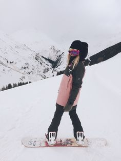 Snowboarding Girl Style Snowboarding – Famous Last Words Burton Snowboards, Poses, Snowboard Girl, Snowboarding Outfit, Vail Colorado, Ski Season, Winter Pictures, Usa Pictures, Shooting Photo