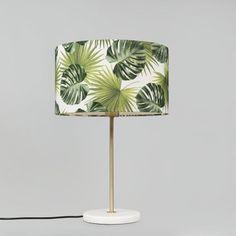 Tischleuchte Kaso Messing mit Schirm  35cm Blatt - Sind Sie beeindruckt vom schlanken und modernen Design? Die Tischleuchte Kaso ist genau das, was Sie brauchen. Bevorzugen Sie eine Leuchte im ländlichen Stil? Dank des schlanken Designs und dem schönen Lampenschirm, passt diese Leuchte nahezu in jeden Einrichtungsstil. #lampenundleuchten.at Messing, Designs, Shades, Lighting, Home Decor, Modern Design, Dinning Table Set, Classic, Homemade Home Decor