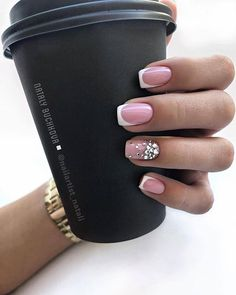 Semi-permanent varnish, false nails, patches: which manicure to choose? - My Nails Manicure Gel, Gelish Nails, My Nails, Manicure Ideas, Fall Nails, Classy Nails, Trendy Nails, Simple Nails, Classy Nail Designs