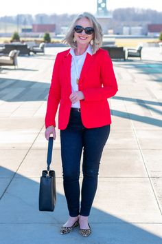 Red Blazer for a stylish but relaxed casual Friday work look Source by kayharms for women over 40 Faux Leather Jackets, Denim Jackets, Jean Jackets, Girl Sleeves, Belted Shorts, Mature Fashion, Plaid Blazer, Work Looks, Clubwear