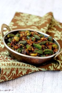 Indian Style 506162445620876577 - Bhindi fry recipe, a tasty North Indian style dry fry made with onions for rice & chapatis. Best among bhindi recipes Indian style that's vegan & healthy, Source by melimarieroque Healthy Okra Recipes, Vegetable Recipes, Vegetarian Recipes, Cooking Recipes, Curry Recipes, Healthy Food, Best Bhindi Recipe, Bhindi Masala Recipe, Amigurumi