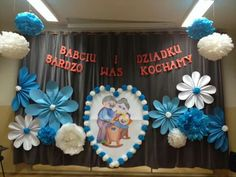 Grandparents Day Preschool, Diy And Crafts, Crafts For Kids, Pre School, Holidays And Events, Classroom Decor, Kids And Parenting, Origami, Backdrops