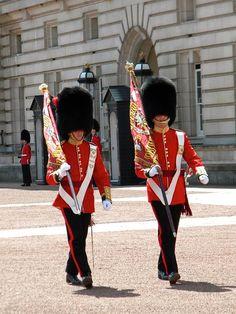 Changing of the Guard, Buckingham Palace London Tours, London Travel, British Army, British Royals, James Park, Big Ben, Queens Guard, Royal Guard, England And Scotland