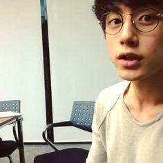 坂口健太郎 kentaro looks cute in preppy specs XD