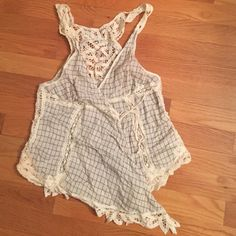 Free people lace wrap tank size 4 Adorable lace wrap tank by free people. Has ties and microsnap to help keep it in place. Size 4 Free People Tops Tank Tops