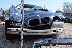 Kiskunhalas felől Kunfehértó irányába közlekedett egy jánoshalmi férfi BMW-jével. Asofőr későn vette észre az 50 éves férfit, aki a helyszínen életét vesztette. Bmw, Vehicles, Car, Vehicle, Tools