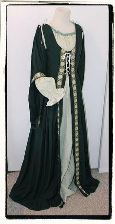 Celtic Lass 4 PC Set Irish Maiden Tudor Dress Renaissance Game of Thrones Gown Bust Celtic Clothing, Medieval Clothing, Historical Clothing, Medieval Costume, Medieval Dress, Wench Costume, Vintage Dresses, Vintage Outfits, Tudor Dress