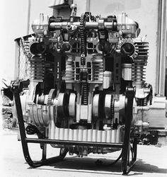 Kawasaki Z-1, 900 Motor. Bulletproof design.