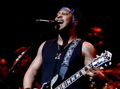 D'Angelo and the Vanguard perform a rare show at NYC's Apollo Theatre Feb. 7. (Mark von Holden/SA PRO, Inc.)