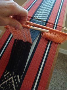 This tutorial assumes that you know how to set up for backstrap weaving… Inkle Weaving, Weaving Tools, Inkle Loom, Card Weaving, Tablet Weaving, Weaving Projects, Weaving Textiles, Weaving Patterns, Finger Weaving