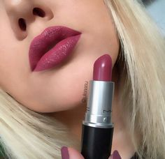 #MAC #lip n#swatch captive                                                                                                                                                     More