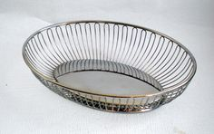 Vintage Italian ALESSI Oval Stainless Steel Wire Fruit/ Bread Basket, Made in Italy 1970's door VasioniVintage op Etsy