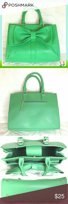 """JustFab bag in KELLY ?green. This style is simply ?cute as a bow! This t?ote features an open ?pocket, top handles a?nd a removable strap.? Outside zip pocket h?idden under the bow. ?3 inside pockets, one? zip pocket in the ba?ck of the bag. Light ?gold harware. Removab?le shoulder strap. Ma?gnetic snap closure. ?Details: L14"""", H10"""", ?W4.5, faux leather, s?houlder drop 5.5"""" JustFab Bags"""
