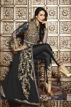 Looking to buy salwar kameez? ✓ Shop the latest dresses from India at Lashkaraa & get a wide range of salwar kameez from party wear to casual salwar suits! Abaya Fashion, Fashion Pants, Fashion Dresses, Indian Suits, Indian Wear, Punjabi Suits, Salwar Suits, Indian Style, Indian Ethnic