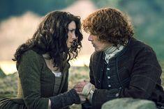 Caitriona Balfe and Sam Heughan in Outlander (2014)