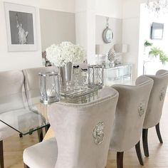 Glass Dinning Table, Dining Room Table Decor, Living Room Decor Cozy, Elegant Dining Room, Luxury Dining Room, Dining Room Design, Dining Rooms, Modern Contemporary Living Room, Contemporary Kitchens