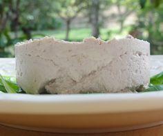 Ricetta per un buonissimo formaggio vegan, crudo e spalmabile al gusto di noci e anacardi! Assolutamente da provare! #ricetta #formaggio #vegan #noci #anacardi http://www.vegangame.it/ricetta-vegan/formaggio-vegan-noci-e-anacardi