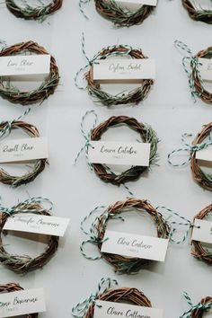 Cute mini wreath place cards for guests at your winter wedding! Photo: @lisahibbert_