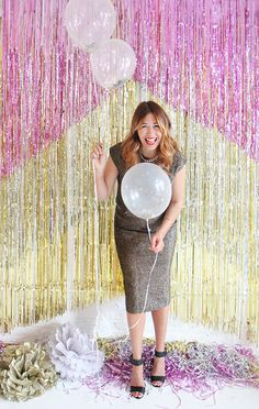 DIY Bachelorette party decor idea - Chevron Fringe Backdrop {Courtesy of Sugar and Charm} Diy Photo Booth Backdrop, Backdrop Ideas, I Spy Diy, Adult Birthday Party, Birthday Ideas, Bachelorette Party Decorations, Backdrops For Parties, Freundlich, New Years Eve Party