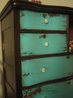 taboret treatment with different color drawers