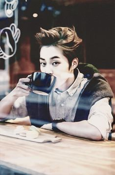 """We're just having coffee...?"" Xiumin: ""yeah no, it's a coffee date."" ♥ XD (wild imagination of mine~)"