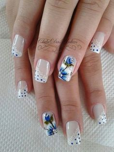 Everyone loves the flower and nail art designs with the flower is very popular. You can try flower nail designs freehand using a brush or using a stamp. Nail Art Designs, Flower Nail Designs, Acrylic Nail Designs, Floral Designs, Nails Design, Trendy Nail Art, New Nail Art, Beautiful Nail Designs, Beautiful Nail Art