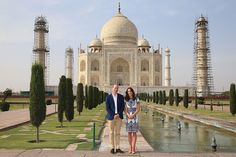 Prince William and Kate recreate same pose as Princess Diana on bench in front of Taj Mahal - Photo 7