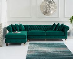 Fiona Green Velvet Left Facing Chesterfield Chaise Sofa This beautifully elegant and sophisticated green velvet chaise sofa features a striking design that is sure to leave a lasting impression in any home. This sofa also comes in blue and grey. Corner Sofa Living Room, Living Room Sofa Design, Living Room Green, Home Living Room, Interior Design Living Room, Living Room Designs, Living Room Decor, Living Area, Chesterfield Corner Sofa
