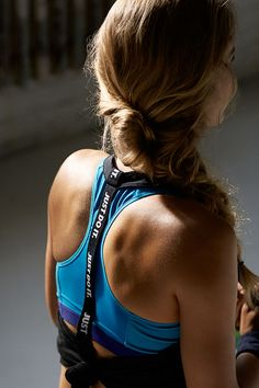 Lightweight and easy to layer. Show off your style as you sweat in the Nike Elastika 2.0 Tank Top.