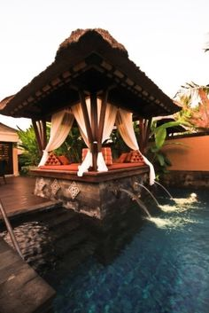 Crazy exotic nook and water bubbling pool.  Just divine!