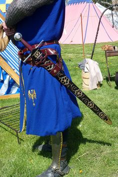 paxtonfearless:  My sword in its new scabbard based off the Sir William FitzRalph effigy by One lucky guy on Flickr.