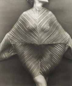 Wrapped Torso (Issey Miyake) par Herb Ritts, 1989